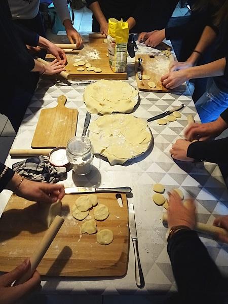 façonnage de la pâte des gyozas